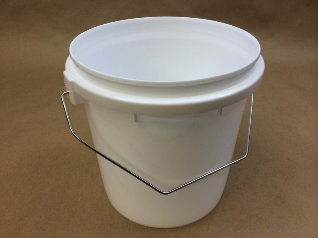 135 oz.   Open Head White  Vapor Lock  Plastic   Tub