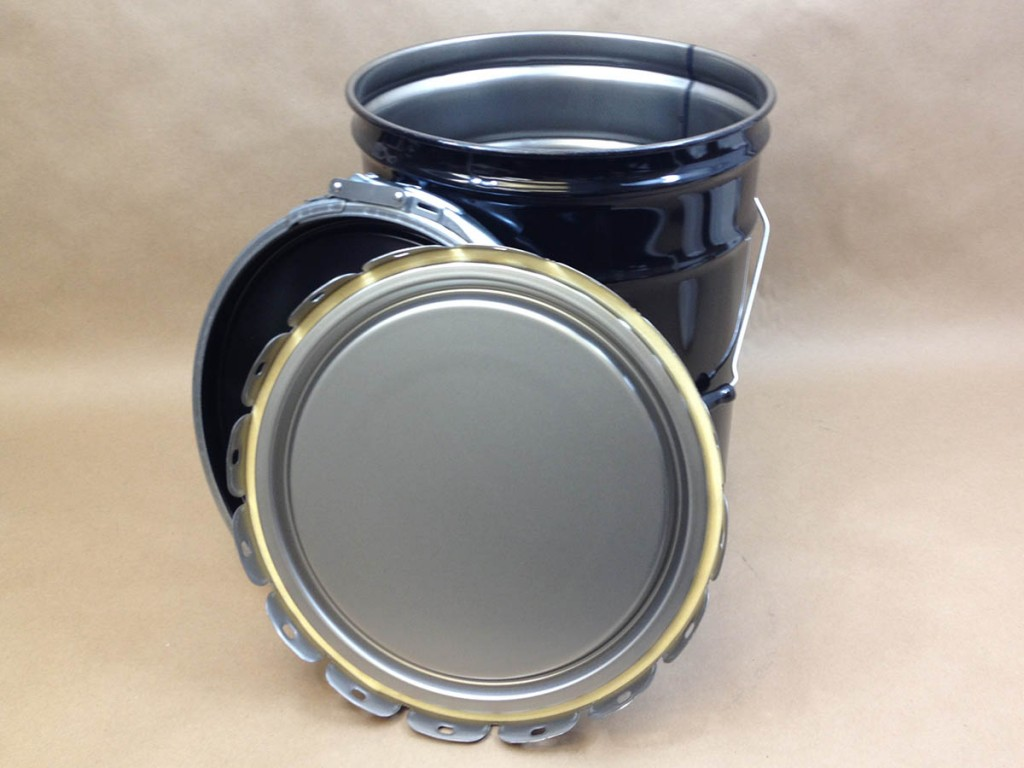 steel pail with lug cover and dish cover and ring.