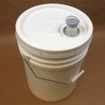 5 gallon bucket, spouted cover, wire bale
